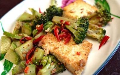 Tofu na žaru in solata iz zelene pire